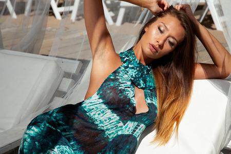 Beautiful brunette posing on the beach 免版税图像