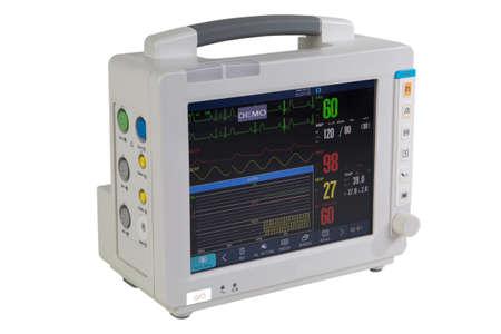 Equipo médico especial - Monitorización electrocardiográfica del paciente - Dispositivo médico aislado en blanco Foto de archivo