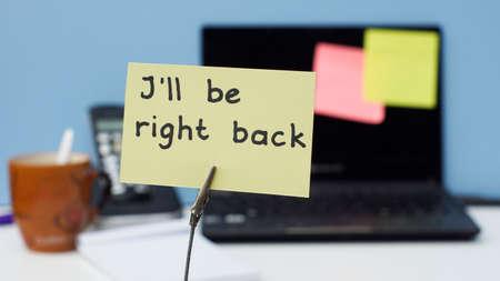 proximamente: Estar� de vuelta en un memorando escrito en la oficina