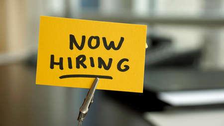 Now hiring written on a memo at the office Standard-Bild