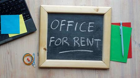 Office for rent written on a chalkboard in a office Standard-Bild