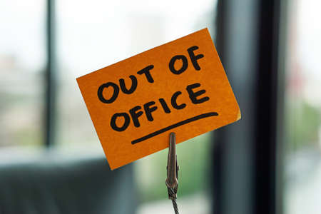Out of office written on a memo at the office in a city 版權商用圖片 - 107899114