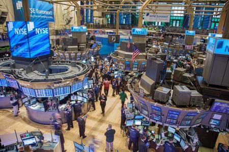 New York, New York, Verenigde Staten - 22 september 2011 - Drukke handelsvloer van de New York Stock Exchange - ALLEEN EDITORIAAL GEBRUIK Redactioneel