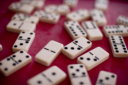 Scattered dominoes. Shallow DOF