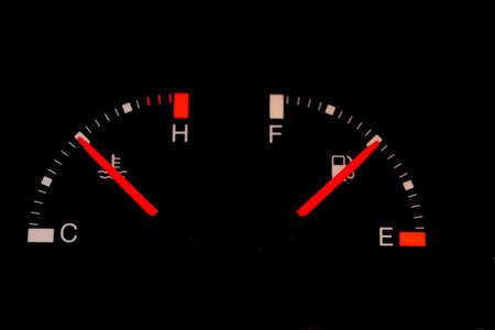 Kraftstoffanzeige Auto Standard-Bild - 41017334