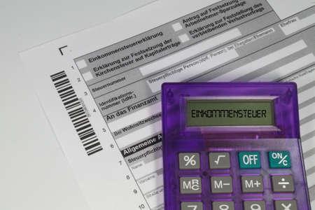 독일 세금 환급 양식과 계산기 스톡 콘텐츠