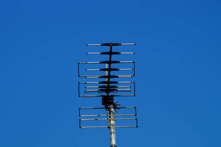 pay wall: A TV antenna on the roof