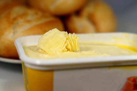 Fresh rolls and margarine Stockfoto