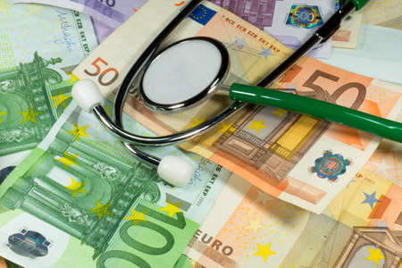 physican: Stethoscope and money
