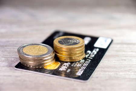 bankcard: Credit card and cash
