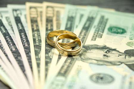 결혼 반지와 돈