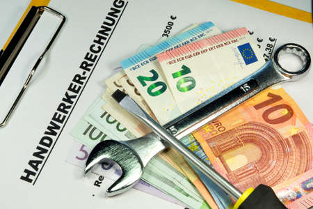 Invoice of a craftsman and euro money Stockfoto