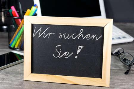 Chalkboard avec une offre d'emploi Banque d'images - 64371798