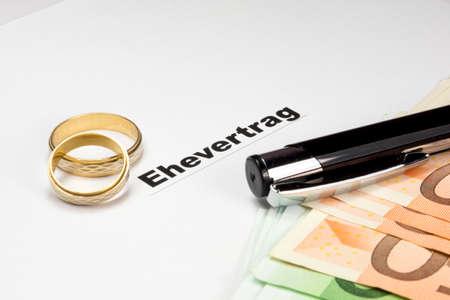Huwelijk contract, geld en pen