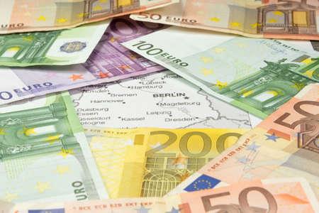 El dinero y el mapa de Alemania Foto de archivo - 99656757