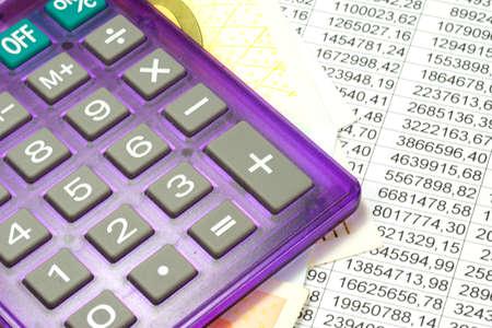 hoja de calculo: Calculadora de bolsillo, dinero en euros y una hoja de cálculo