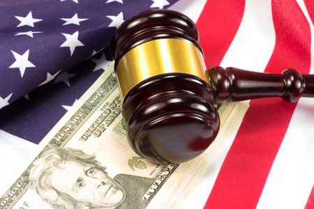 i i  i i toga: Martillo de Seducer, bandera de Estados Unidos y dinero en dólares