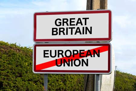 영국 및 지브롤터 유럽 연합 (EU) 회원국 국민 투표 및 대영 제국 및 유럽 연합 (EU)의 교통 표지 스톡 콘텐츠