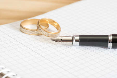 autograph: Wedding rings, pen and notebook