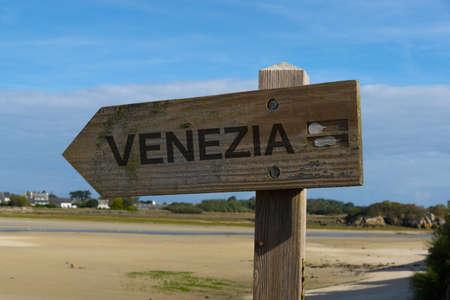 Wegwijzer richting Venetiaan Stockfoto