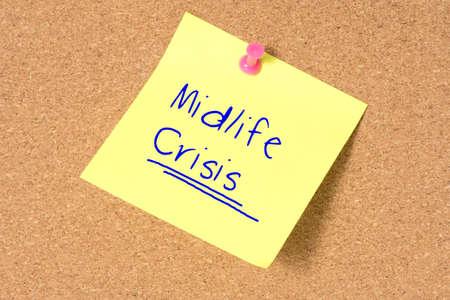 핀 보드 및 Midlife Crisis라는 텍스트가있는 메모