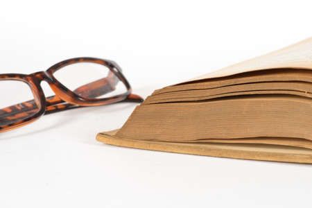 A book and a pair of glasses 版權商用圖片