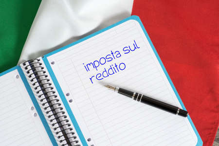 Flag of Italy and the income tax wording in Italian Imagens