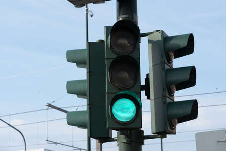 A traffic light points to green