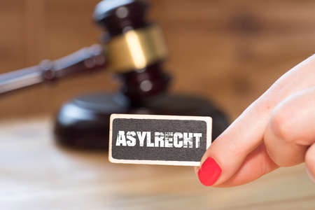 A gavel, a woman and the word asylum Stockfoto