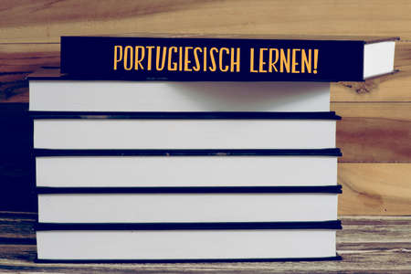 Language school and a book entitled Learning Portuguese Foto de archivo - 109584318