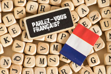 Different letters, flag of France and question. Do you speak French