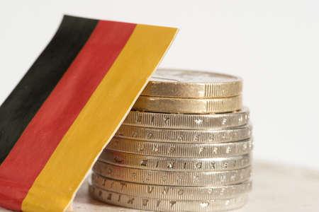Drapeau de l'Allemagne et des pièces en euros