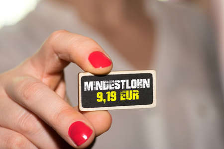A woman and minimum wage of 9,19 EUR in Germany Stockfoto - 117491367