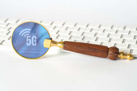 A computer, a magnifying glass and the next generation of mobile 5G