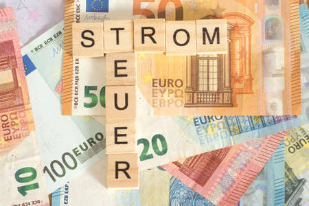 Euro bills and words Power and Expensive Standard-Bild - 126020997