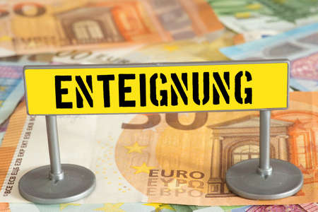 Euro bills and sign pointing to expropriation Banque d'images