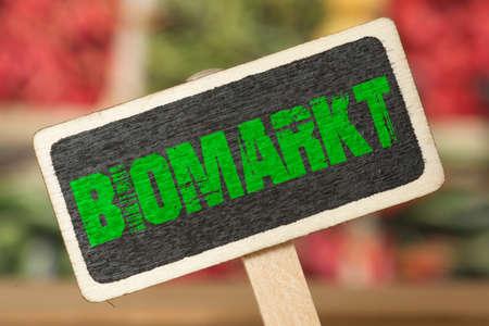 Eten en opmerking over biologische markt Stockfoto
