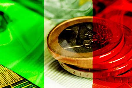 Flagge von Italien und Euro-Münzen Standard-Bild