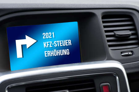 Navigation in the car indicates the increase in vehicle tax in 2021 Standard-Bild