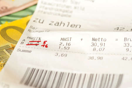 Euro banknotes, receipt and reduction of VAT in Germany