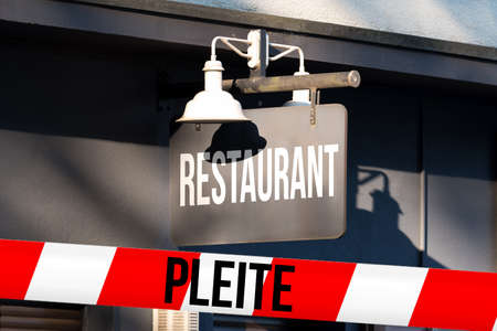 Bankrupt restaurant and barrier tape Stockfoto