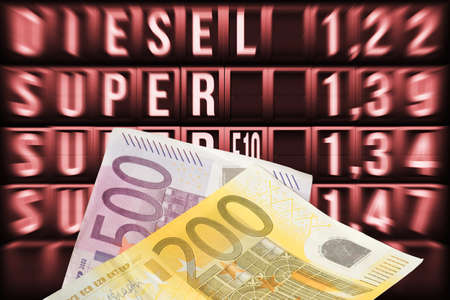 Gas station, fuel prices and euro banknotes Banque d'images