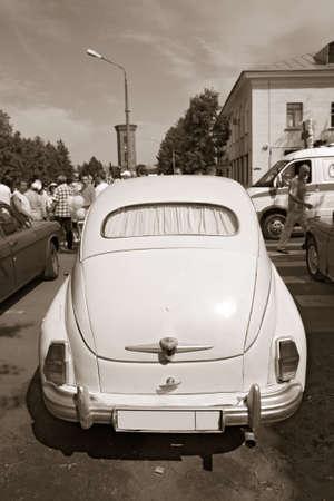mode: retro car