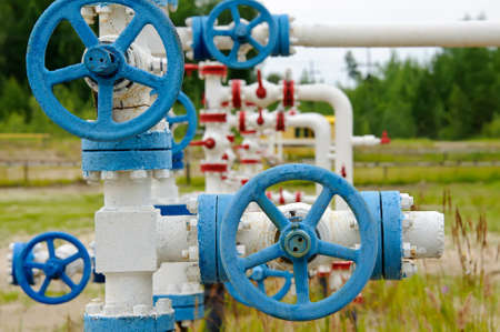 chink: Oil, gas industry. Wellhead with valve armature. Stock Photo
