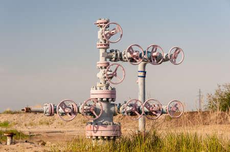 石油およびガス産業の坑口。 写真素材