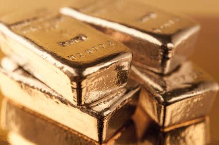 Lingots d'or brillants précieux. Contexte du concept de banque de financement. Commerce de métaux précieux. Lingots. Banque d'images