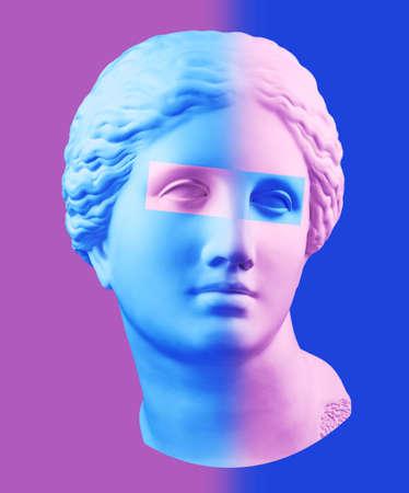 Poster di arte concettuale moderna con busto di Venere antico colorato viola blu. Collage di arte contemporanea.