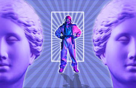 Collage di arte contemporanea con uomo sopravvissuto in una muta protettiva e antica statua Venere. Concetto apocalittico. Archivio Fotografico