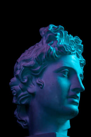 Gypsum copy of ancient statue Apollo head isolated on black background. Plaster sculpture man face. Banque d'images - 128908866