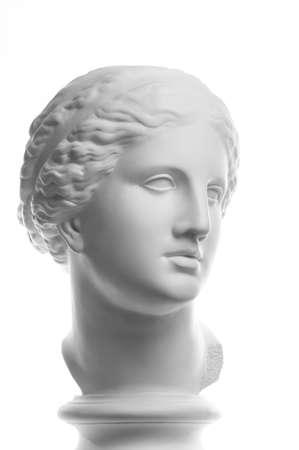 Copie de gypse de l'ancienne statue tête de Vénus isolée sur fond blanc. Visage de femme sculpture en plâtre. Banque d'images